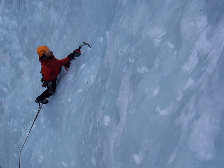 Learning lead climbing on ice